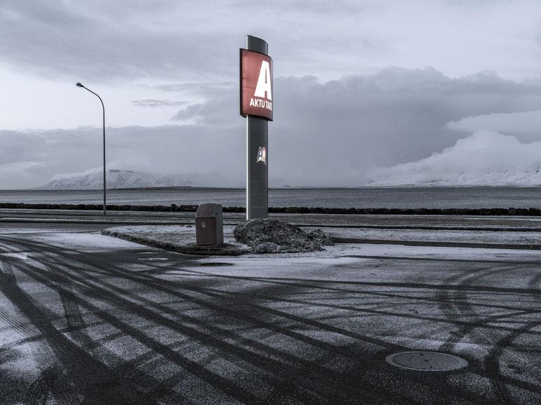 Tankstelle in Reykjavik als Farb-Photographie, Island/Iceland