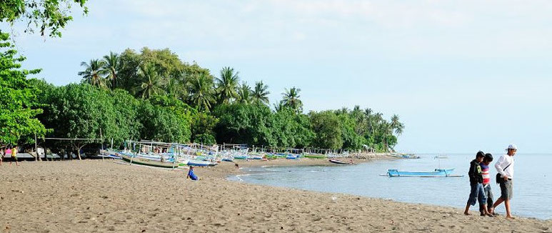 Wonderful destination: Lovina Beach
