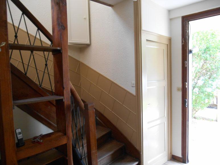 Chantier de peinture 1 cage d\' escalier + 1 entrée situé au Bouscat ...