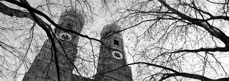 Frauenkirche in schwarzweiß als Panorama-Photographie, München