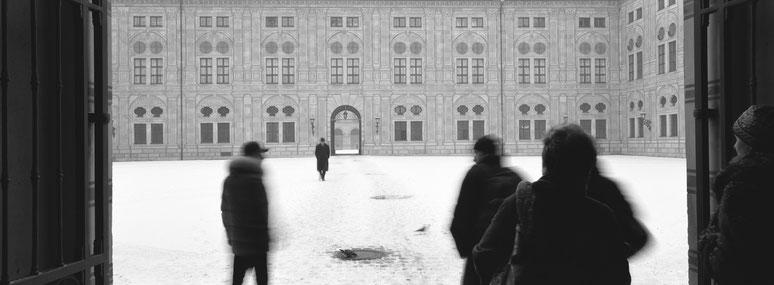 Wintermotiv Residenz München, Bayern, im Schnee in schwarzweiß als Panorama-Photographie