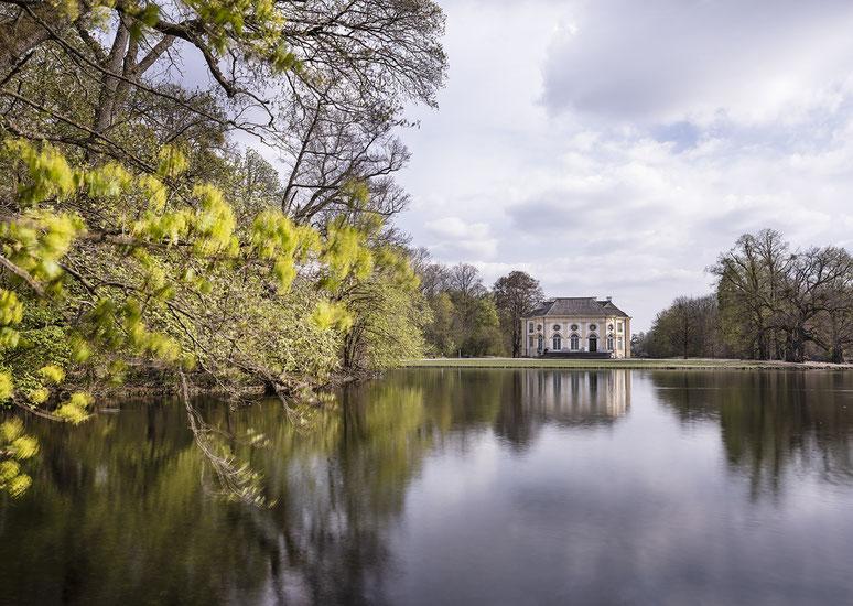 Apollotempel im Nymphenburger Park als Farb-Photographie, Muenchen, Bavaria