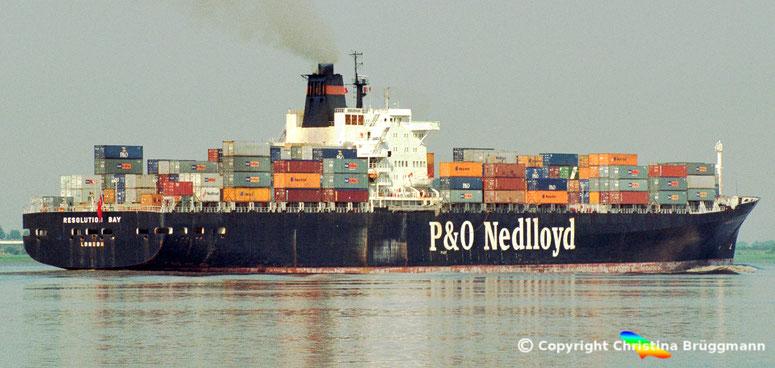 """P&= Nedlloyd Kühlcontainerschiff """"RESOLUTION BAY"""" bei letzter Ausreis von Hamburg vor Abbruch 07.2002"""