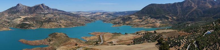 Photographie, Espagne, Andalousie, villages blancs, Zahara de la Sierra, Sierra de Grazalema, montagnes, lac, lac de barrage,  bleu, oliviers, couleurs, voyages, vacances, Mathieu Guillochon.