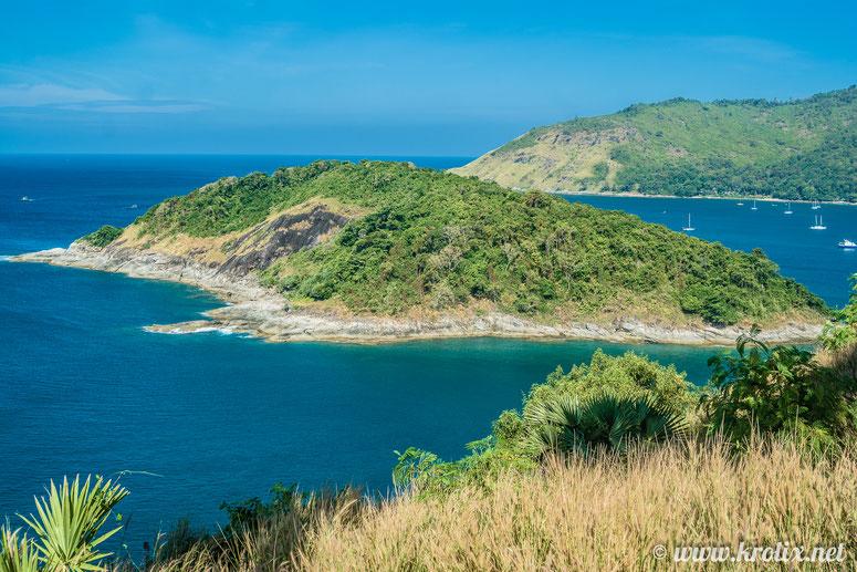 С иного ракурса виден остров, название которого неизвестно Google maps. И одинокие человекофигуры на нём.