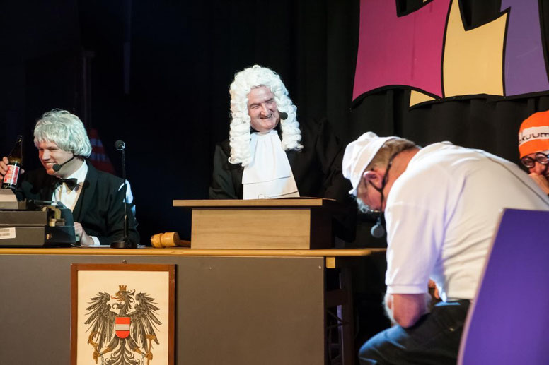sogar bei der Gerichtsverhandlung ging es recht lustig zu