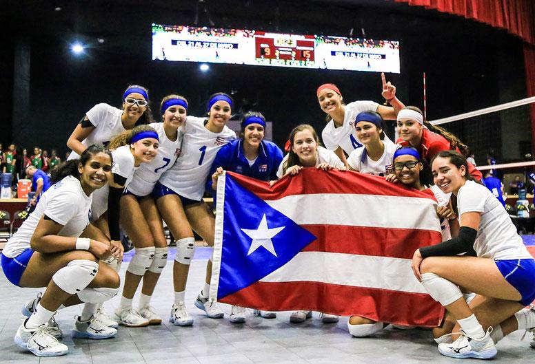 La Escuadra boricua del Sub 18 celebra con la monoestrellada su pase a la Semifinal de la Copa Paamericana al vencer dramáticamente a Cuba/ Foto por Norceca