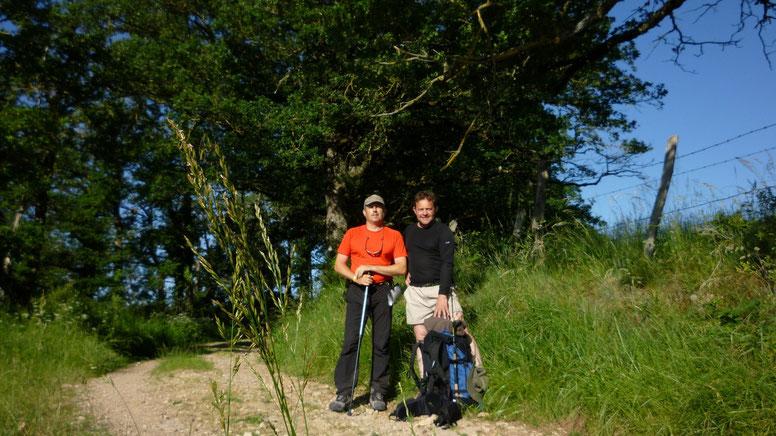 Philippe et Thierry, 2 copains heureux sur le chemin ...V'la San, V'la San, V'la Sandillon qui passe, V'la San, V'la San, V'la Sandillon passé..Ohé Ohé
