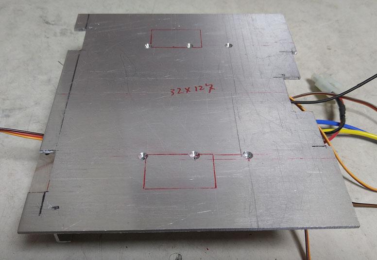 シートを取り付ける床板