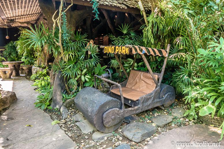 Тут вас ожидает раритетная машинка Флинстоунов из неведомо каким допотопным образом обтёсанного камня и древнего чугуния :)
