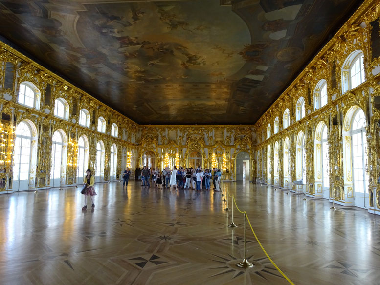 復元されたエカテリーナ宮殿の大広間