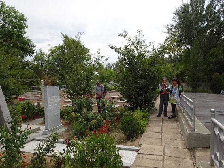 日本人墓地にて