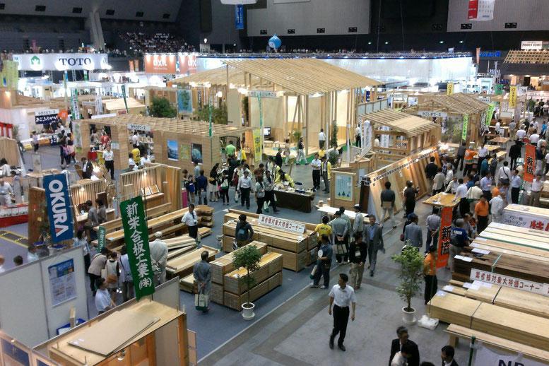 国産材を使った家づくりを提案する「木材ゾーン」も賑わいました