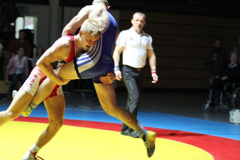 66 kg fr. Bastian Hoffmann (rot) gegen Jürgen Schlegel (blau)