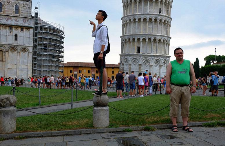 Photographie, Italie, Toscane, Pise, street photography, couleurs, touristes, vert, voyage, poses, après la pluie, été, Mathieu Guillochon.