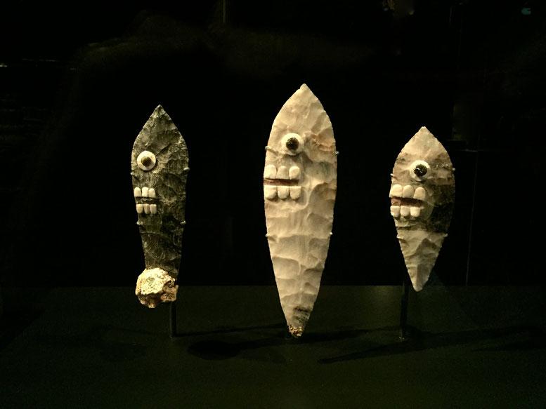 Personifizierte Steinmesser, Obsidianklingen mit Zähnen und Augen. Aztekenreich