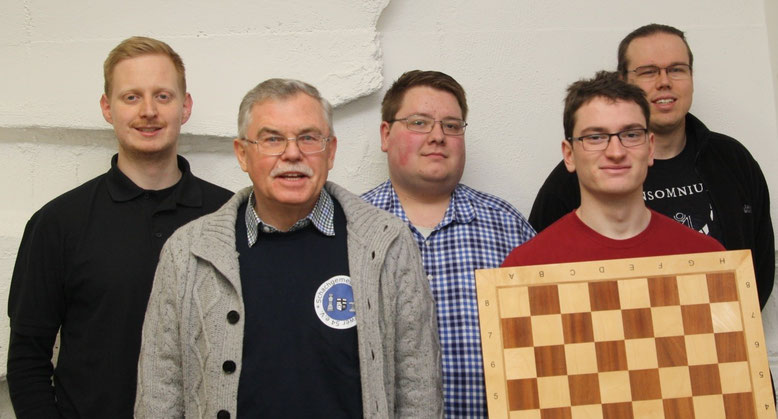 Meister 2017/2018 der 1. Kreisklasse: Niklas Tötsch, Axel Obdenbusch, Pascal Broich, Enrico Berner und Dominik Stotten (v. li. n. re.); es fehlen auf dem Bild Joachim Langer und Julien Jung. (Foto: W. Uhlich)