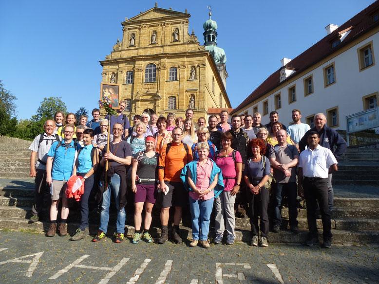 Teilnehmer der Fußwallfahrt von 2018 nach der Ankunft am Maria-Hilfberg