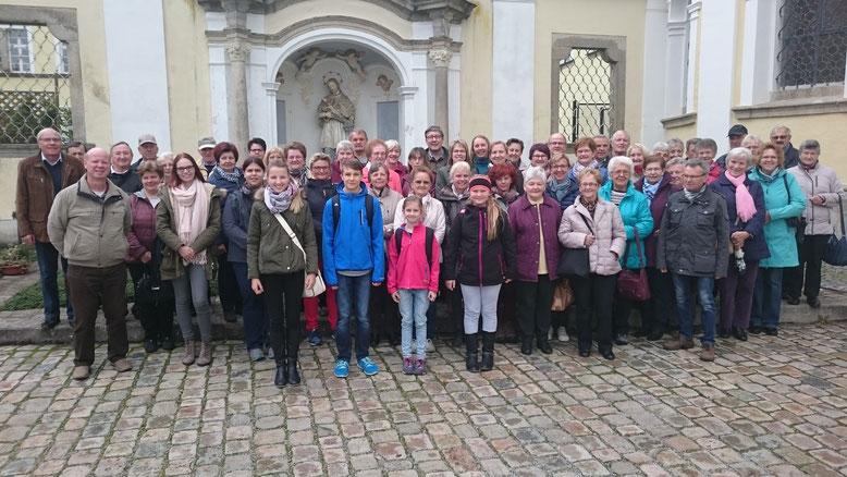 Wallfahrergruppe der Weiherhammerer Pfarrwallfahrt am 08.10.2016 im Kloster Metten