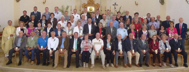 Teilnehmer an der Jubelkommunion am 01.07.2018 mit Pfarrer Varghese Puthenchira