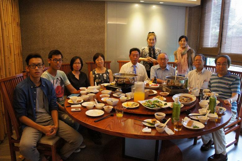 焦ご家族と昼食