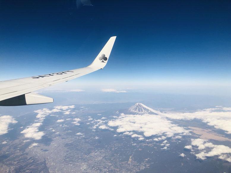 帰りの飛行機から富士山見えました