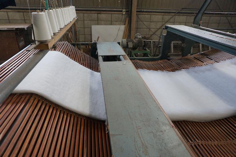 ウール綿が成型されます。