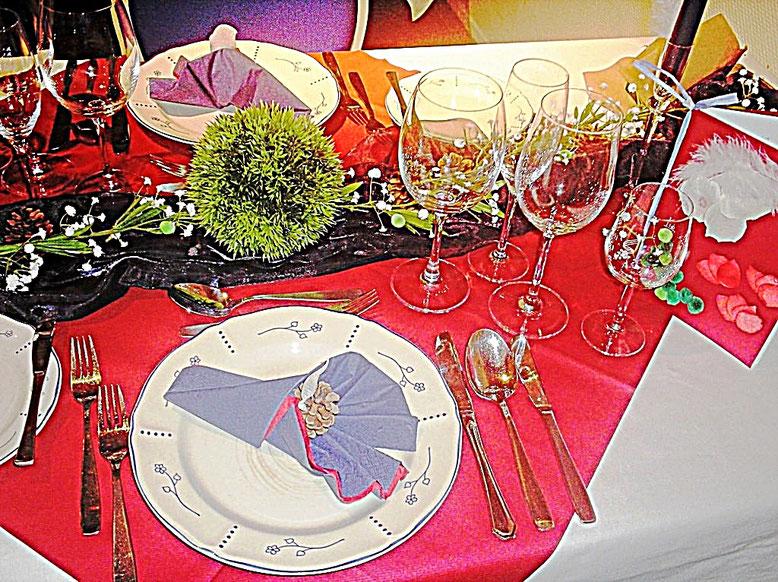 Tischdekorationen, 4 Elemente, rote Tischdecke, Gläser