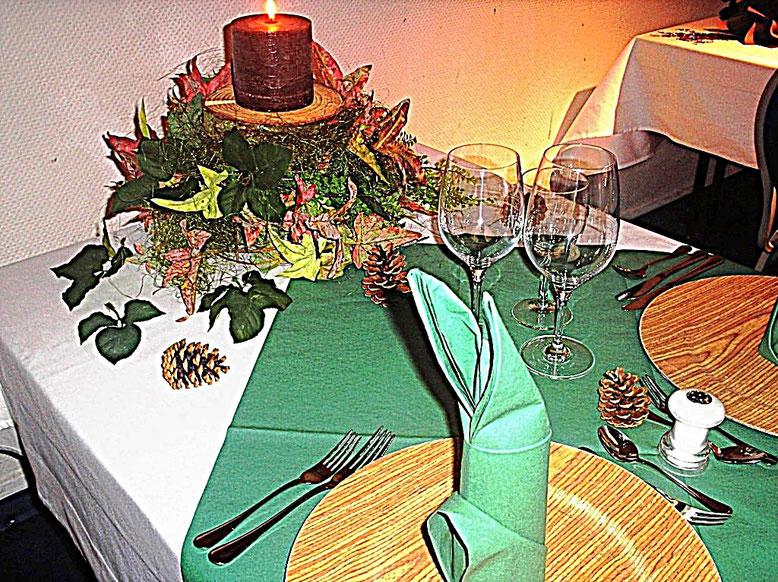 Tischdekorationen, Wald, grün, Holz, Tannenzapfen
