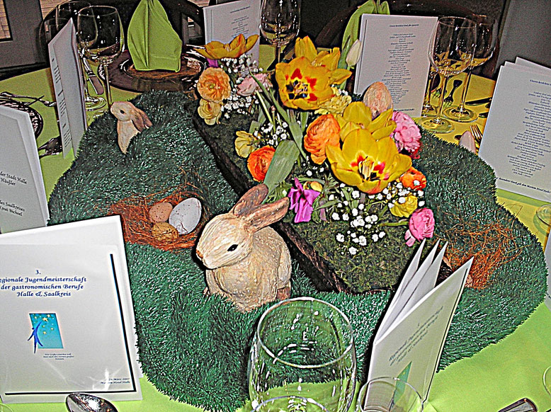 Tischdekorationen, Osterhase, gelbe Blüten, Osterei