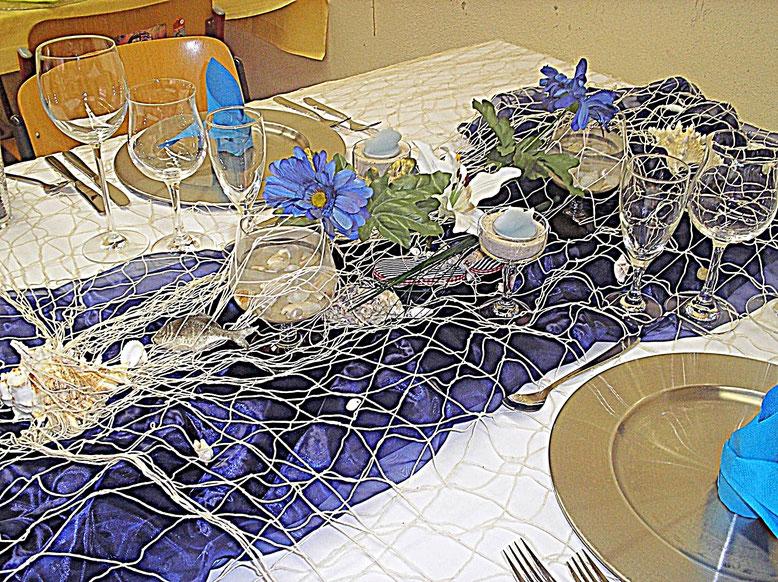 Tischdekorationen - Fischernetz, Gläser, Bestecke