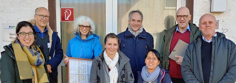Dr. Schmidt (4. v. r.) mit den Wissenschaftlern und Wissenschaftlerinnen am Campus Klein-Altendorf.