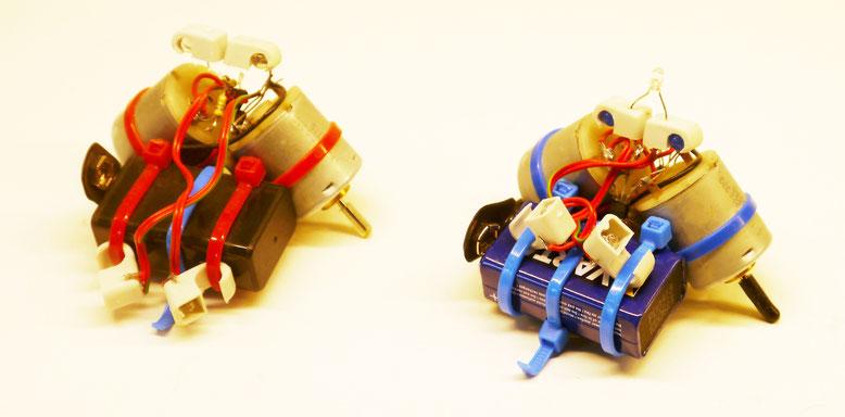 Einfache Roboter mit Kabelschellen und Kabelbinder die wir 2016 auf der MakerFaire Hannover zum Bauen angeboten hatten