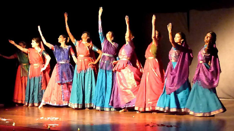 Photo : Performance by the students of Indian Arts Academy - Salle des Lices, Marseille, 2014 - Copyright TAAL TARANG