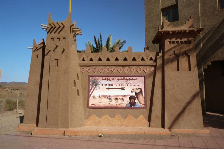 Zwischenstopp in Zagora. Von hier aus sind es mit dem Kamel 52 Tagesetappen bis Timbuktu.