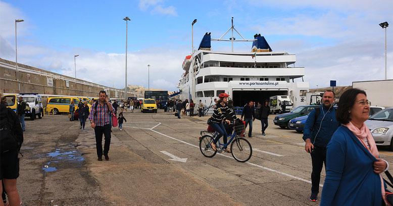 Im Fährhafen von Porto Santo.