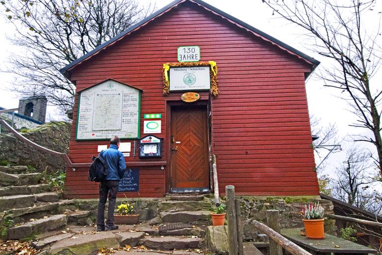 Milseburg-Hütte kurz unter dem Gipfel.