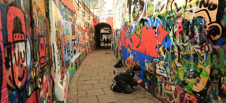 Graffiti mal legal in der Werregaren Straat zwischen Hoogpoort und Onderstraat.