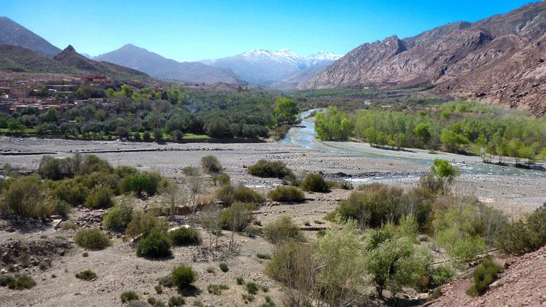 Einer der zahlreichen Nebenflüsse des N´Fis an der Passstraße zwischen Tizi-n-Test und Marrakesch.