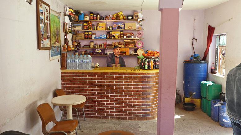 Tresen im Café Tizi-n-Test.