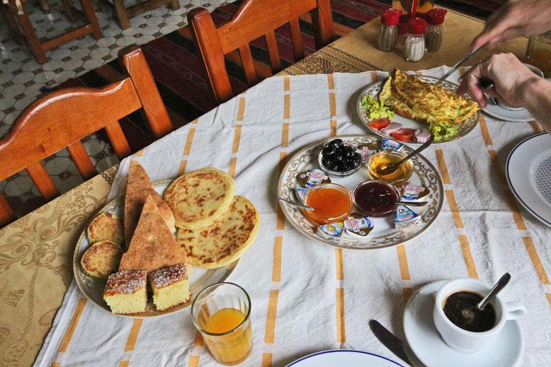 Frühstück im Ksar Timnay Hotel, bei Midelt.
