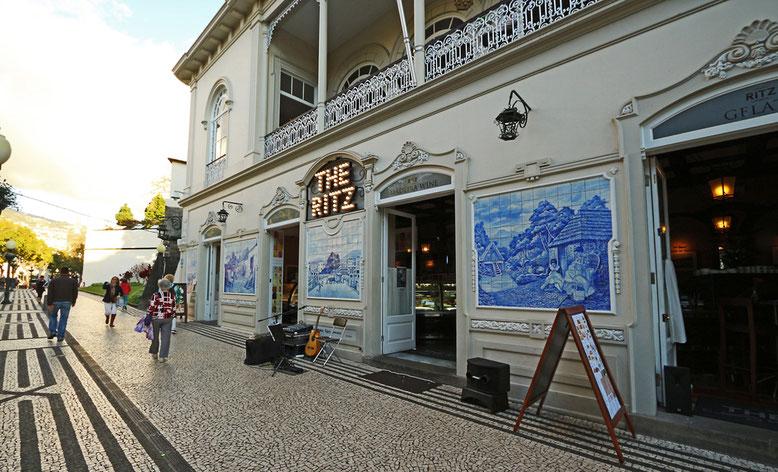 """Pflasterzauber und Fliesenmalerei am """"Ritz"""" von Funchal."""
