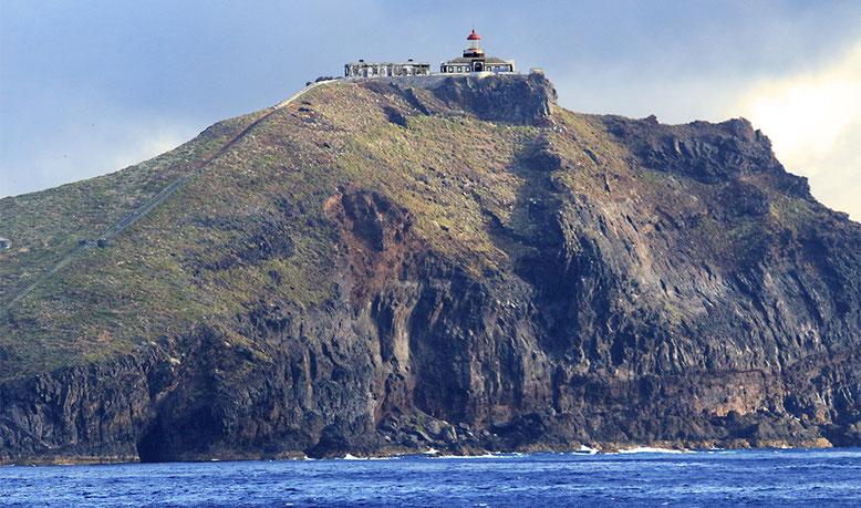 Madeiras östliche Landzunge von der Fähre nach Porto Santo aus aufgenommen.