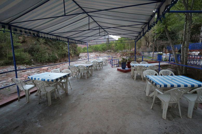 Uferterrasse des Hotels Ourika.