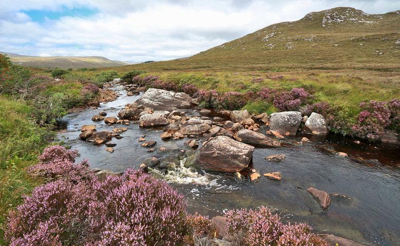 Fluss an der Straße entlang der Südgrenze des Glenveagh National Park.