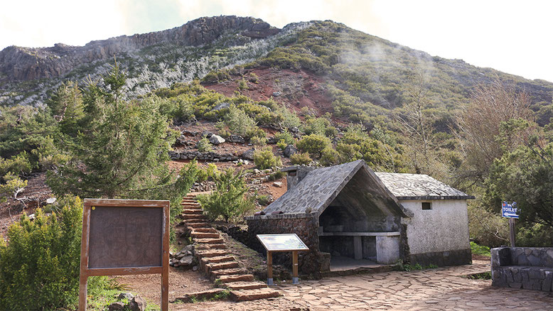 Schutzhütte vor dem Casa do Ruivo.