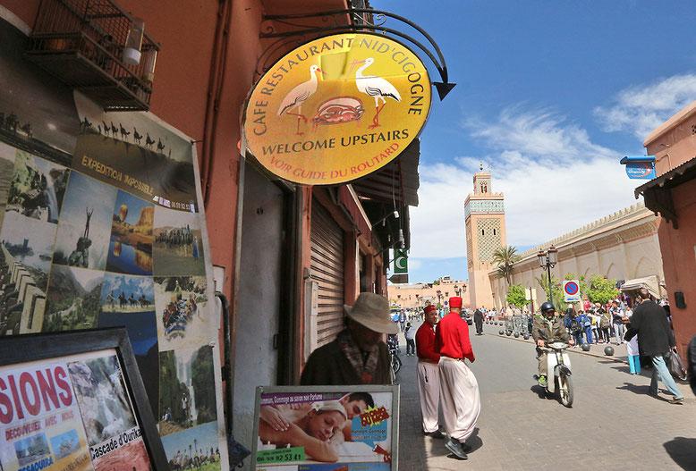 Aufgang zum Cafe mit Blick auf die Moschee.