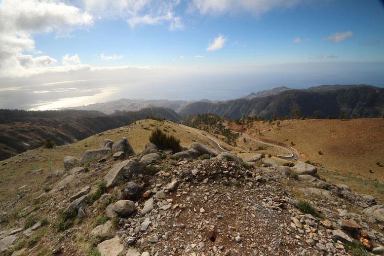 Aussicht unterhalb der Plattform Montado do Paredão Ost mit Blick in Richtung Funchal und Meer.