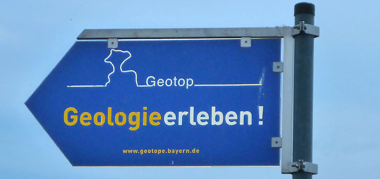 Hinweisschild an der Staatsstraße St 2431 oberhalb Schondra.