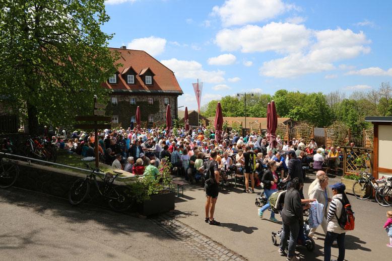 Klosterbräuschänke nach der Fronleichnam-Prozession.